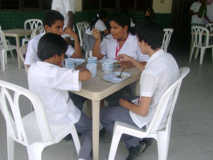 Los estudiantes en el restaurante escolar for Proyecto restaurante escolar